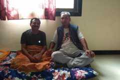 Besuch bei Sudhir, dem Reporter, der unsere Arbeit in der Presse unterstützt.
